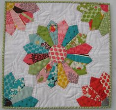 Dresden plate #quilt with 1/4 Dresden corners