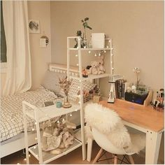 59 trendy bedroom ideas for small rooms college layout desks Small Room Bedroom, Home Bedroom, Bedroom Decor, Bedroom Furniture, Furniture Layout, Bedrooms, Trendy Bedroom, Bedroom Lighting, Furniture Chairs
