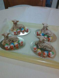 Pecorelle di pasta di mandorle.