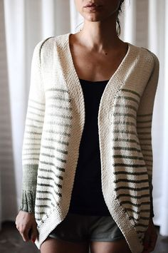 """Incredible Custom-Fit Raglan"" sweater cardigan pattern by Pamela Costello knit by rililie on Ravelry Knitting Patterns, Crochet Patterns, Mode Ootd, How To Purl Knit, Knit Or Crochet, Free Knitting, Knitting Sweaters, Pulls, Knitting Projects"