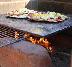 pizza on the braai (with recipe) I Want To Eat, Bbq, Recipies, Sunshine, Dinner Recipes, Pizza, Meals, Cooking, Party