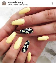 Prized by women to hide a mania or to add a touch of femininity, false nails can be dangerous if you use them incorrectly. Types of false nails Three types are mainly used. Summer Acrylic Nails, Pastel Nails, Best Acrylic Nails, Purple Nails, Aycrlic Nails, Cute Nails, Pretty Nails, Manicure, Nail Nail