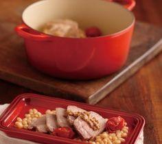 【塩豚の蒸し煮】豚肉は、塩味がほどよく効いてやわらかくジューシー。トマトの甘みとスープをたっぷり含んだいんげん豆がお肉の味を引き立てます。  http://lecreuset.jp/community/recipe/saltypork/