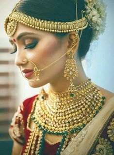 When it comes to bridal earrings, there are a dozen different styles you can choose from. Right from chandbali earrings to bridal jhumkis, here are some of the best bridal earring designs that we spotted on real brides! Indian Bridal Photos, Indian Bridal Makeup, Bridal Beauty, Bridal Earrings, Wedding Jewelry, Bridal Poses, Bridal Lehenga, Wedding Lehnga, Bridal Photography
