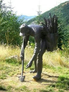 Statue at Mt St Helens National Volcanic Monument,  depicting the replanting of trees after the 1980 eruption ( image by J. Gauthier)