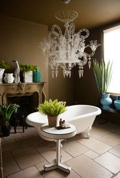 Large bathroom, natural light, brown walls
