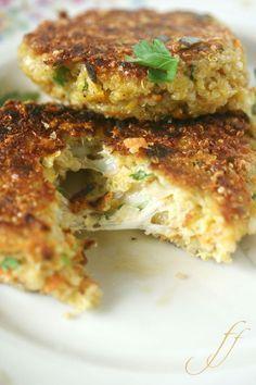 Quinoa-Burger mit Mozzarellaherz