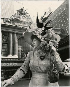 Bill Cunningham: Facades - Grand Central Station