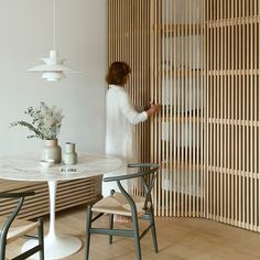59 best ideas for DIY room dividers temporary wall basement 11 fantastic room divider ideas for your home Room Divider Bookcase, Diy Room Divider, Mirror Room Divider, Room Divider Walls, Home Interior, Interior Architecture, Interior Design, Cheap Wall Decor, Cheap Home Decor