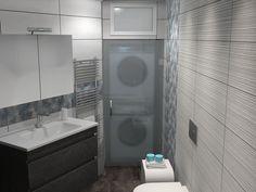 Δημιουργία εσοχής για την εγκατάσταση πλυντηρίου και στεγνωτηρίου στο μπάνιο. Ο συγκεκριμένος χώρος οριοθετήθηκε από το υπόλοιπο μπάνιο με ειδικη ανοιγόμενη πόρτα από κρυσταλλο ασφαλείας με πάχος 8 mm και Σατινέ υφή.