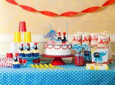 I like how they stacked the cups...Circus/Carnival Party Idea