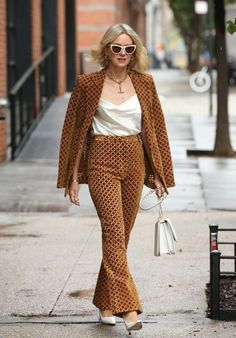 Naomi Watts in a printed blazer coordinates and pumps | For more style inspiration visit 40plusstyle.com