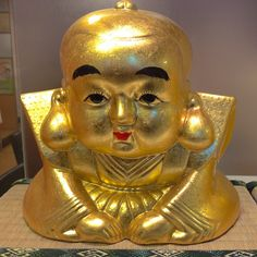 A golden statue for sale in the Kyoto arcade!