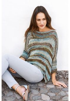 from Lana Grossa - Filati 49 Mode Crochet, Knit Crochet, Knitting Designs, Knitting Patterns, Poncho Pullover, Magazine Mode, Magazine Online, Easy Knitting, Crochet Fashion