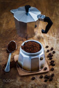 Coffee And Books, I Love Coffee, Coffee Break, Coffee Drinks, Coffee Cups, Coffee Tables, Café Chocolate, Coffee World, Coffee Facts