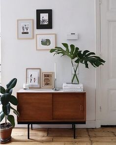 In het retro urban jungle interieur van @saarmanche komt vintage samen met Scandinavisch en a touch of green.