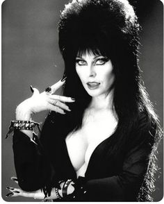 Gosh, I fucking love Elvira❤️Was really lucky to see her last performance at Knots Berry Farm, on Halloween. She's fucking iconic!!!