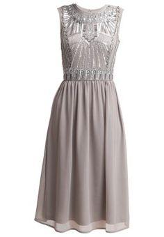 In diesem Kleid trifft Leichtigkeit auf Glamour! Frock and Frill Cocktailkleid / festliches Kleid - grey für 134,95 € (05.04.16) versandkostenfrei bei Zalando bestellen.