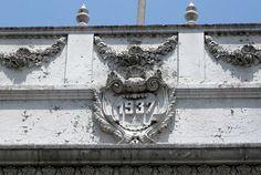 Cacería Tipográfica N° 27: Año de construcción en la calle La Merced del Centro Histórico de Arequipa.