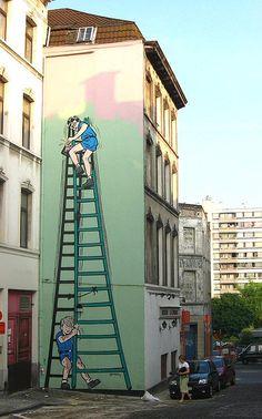 -rue Pieremans 47-La fresque de La Patrouille des Castors d'après un projet original de Mitacq fut inaugurée en 2003