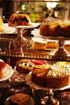 Cake selection at Café Demel, Vienna. Going to the coffeehouses in Vienna is part of the Austrian lifestyle. Everybody has its favorite Coffehouse and it is like the second living room. Patisserie Design, Austrian Cuisine, Austrian Food, Vienna Food, Chocolate Stores, Austrian Recipes, Homemade Cakes, Mini Cakes, Shower Cakes