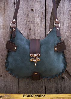 Leather Gifts, Leather Bags Handmade, Leather Wallet, Burlap Coffee Bags, Sewing Leather, Green Bag, Leather Working, Bag Making, Purses And Bags