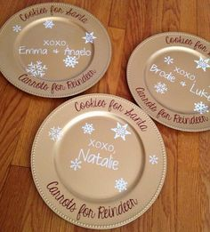 How to (Perfectly) Decorate Charger Plates with Silhouette #Silhouette #Silhouetteideas #silhouetteprojects #silhouettecameo #silhouettetutorials #silhouettesketchpens #silhouettevinyl #htv #Christmas