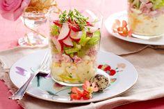 Unser beliebtes Rezept für Eiercocktail-Schichtsalat mit Schinken & Kresse und mehr als 55.000 weitere kostenlose Rezepte auf LECKER.de.