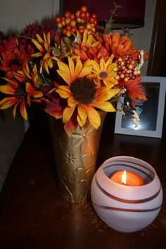 Plastic vase from Dollar Tree and spray paint. Dollar Tree Vases, Plastic Vase, Wreaths, Fall, Crafts, Painting, Home Decor, Autumn, Manualidades