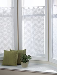 Yarnspirations.com - Bernat Blocks Curtain - Patterns | Yarnspirations