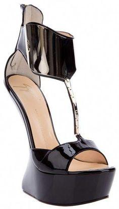 35f78e4bffa99e Giuseppe Zanotti Patent Leather Sandal dressmesweetiedarling   GiuseppezanottiHeels Schwarze Sandalen