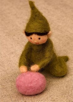 Felted Egg Tutorial....something I might be able to do...lol