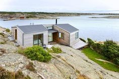 Home's Multiple levels: The cottage is built over and around the rock. Cabin Design, House Design, Summer Cabins, Modern Architecture Design, Weekend House, Prefab Homes, Little Houses, Villas, Building A House