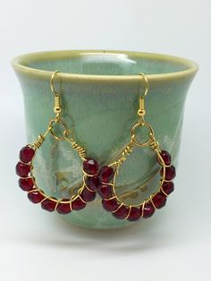These red earrings outfit are made using wire wrapping techniques. Materials: 8mm dark red Czech crystal gold artistic wire, Gold plate hook
