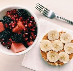 Getting hungry at meals … To fill this feeling of intense hunger, we can be tempted to eat anything that comes to hand. In addition, getting hungry at meals can lead us to eat faster, which also means eating beyond… Continue Reading → Think Food, Love Food, Healthy Fruits, Healthy Eating, Breakfast Healthy, Breakfast Ideas, Clean Eating, Dinner Healthy, Breakfast Fruit