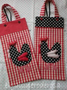 This idea would be really cute to make on totes. Yarn Crafts, Sewing Crafts, Sewing Projects, Chicken Quilt, Chicken Pattern, Chicken Crafts, Plastic Bag Holders, Rooster Decor, Red Rooster