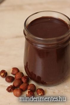 Homemade vegan hazelnut spread (nutella) without sugar, dairy and all those bad fats Paleo Recipes Easy, Raw Food Recipes, Dessert Recipes, Cooking Recipes, Vegan Sweets, Healthy Desserts, Hazelnut Recipes, Nutella Spread, Dips