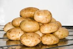USE OF RAW POTATOES FOR DARK CIRCLES AROUND THE EYES