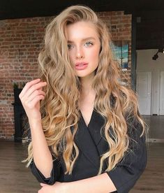 58 Chic Curly Hairstyles For Women 2019 short curly hairstyles, bob c. - 58 Chic Curly Hairstyles For Women 2019 short curly hairstyles, bob curly hairstyles, long curly hairstyles, curly hair styles naturally Short Curly Hair, Wavy Hair, Short Hair Styles, Natural Hair Styles, Curly Ponytail, Girls With Blonde Hair, Blonde Curly Hair Natural, Natural Blonde Color, Long Blonde Curly Hair