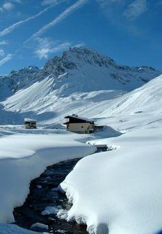 Tignes, Rhone Alpes, France  http://travideos.es/france/paris/top-videos/esquiar_en_tignes_junto_a_val_d_isere_francia/Fi-Lqudy14Y