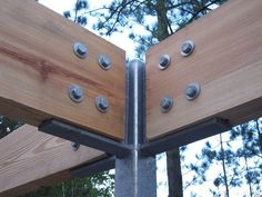 steel post to wood beam connection Wood Steel, Wood And Metal, Timber Battens, Steel Columns, Timber Structure, Wood Joints, Metal Pergola, Pergola Kits, Post And Beam