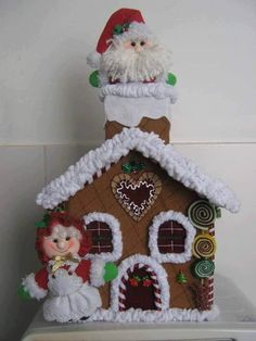 Resultado de imagem para scratching santa claus for patchwork Gingerbread Crafts, Christmas Gingerbread House, Felt Christmas, Christmas 2019, Christmas Holidays, Christmas Crafts, Christmas Decorations, Xmas, Felt Crafts