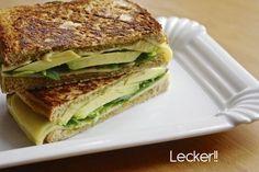 Sandwich in der Pfanne kurz gegrillt