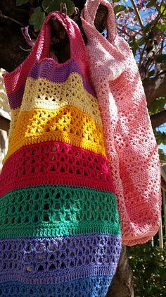 Ravelry: The Vee Bag pattern by Fiona Hawke Crochet Market Bag, Crochet Tote, Crochet Handbags, Crochet Purses, Cotton Crochet, Crochet Stitches, Knit Crochet, Crochet Classes, Crochet Projects