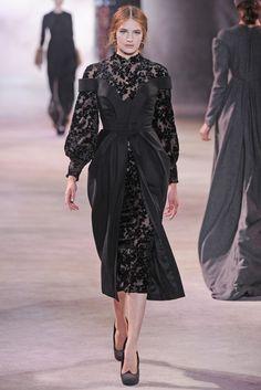 Ulyana Sergeenko Fall Couture 2013 Source by louetlynngaby Hijab Fashion, Runway Fashion, Fashion Show, Fashion Dresses, Fashion Design, Classy Outfits, Beautiful Outfits, Look 2018, Ulyana Sergeenko