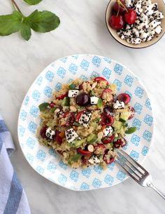 Summer Salad with Quinoa, Cherries and Feta English Food, Quinoa Salad, Greek Recipes, Summer Salads, Cherries, Feta, Potato Salad, Magazine, Ethnic Recipes