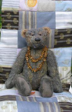 Der Bär mit Bucheckern Zuhause