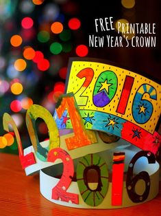 Printable New Year's Crown Great 2016 Craft- Make New Years Crowns with kids! Free printable included for last minute crafting!Great 2016 Craft- Make New Years Crowns with kids! Free printable included for last minute crafting! New Year's Eve Activities, Holiday Activities, New Year's Eve Crafts, Holiday Crafts, Classroom Crafts, Preschool Crafts, Kids New Years Eve, New Years With Kids, New Year Art