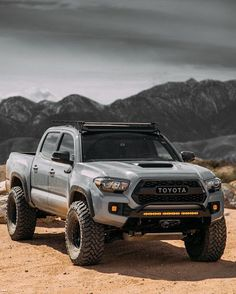Intriguing Truck & Car Photos Give an Insightful Look into Life on the Road - Offroad und Motocross, sportbikes und mehr Toyota Autos, Toyota Trucks, Toyota Cars, Toyota 4x4, Ford Trucks, Toyota Tacoma Trd Sport, Trd Pro Tacoma, 2018 Tacoma, Lifted Tacoma