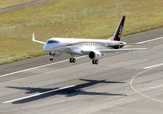 国産初のジェット旅客機MRJ(ミツビシ・リージョナル・ジェット)が11日午前、初飛行を果たした。開発を担う三菱航空機が、愛知県営名古屋空港(同県豊山町)で最初の飛行試験に成功した。国産旅客機の開発は…